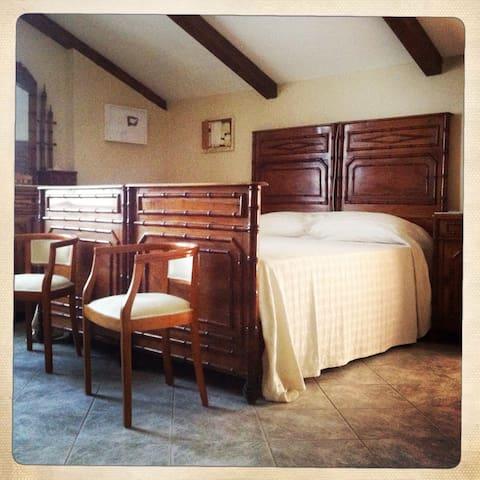 Stanza mansardata nel Monferrato - Montiglio Monferrato - Hus