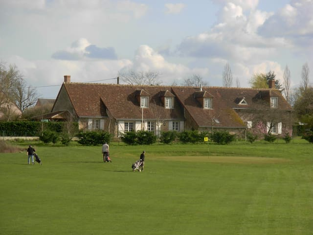 AMBOISE leCLOS DU GOLF B&B   BICHES - Cangey - Bed & Breakfast