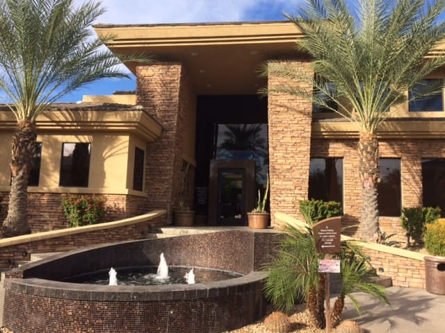 Modern 2 Bed/2 Bath Condo in N Phoenix/Scottsdale