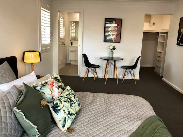 Executive Suite with king size bed, en-suite and walk in wardrobe