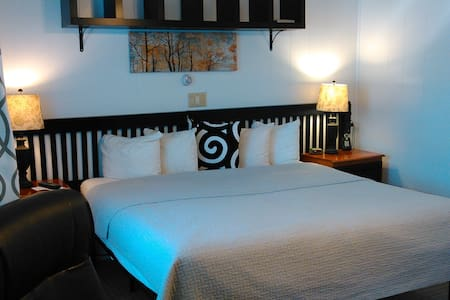 Suite 116, 2 miles from Augusta - Manchester - Boutique hotel