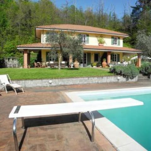 Big classy villa with pool on 5terre hills - Bolano - 一軒家