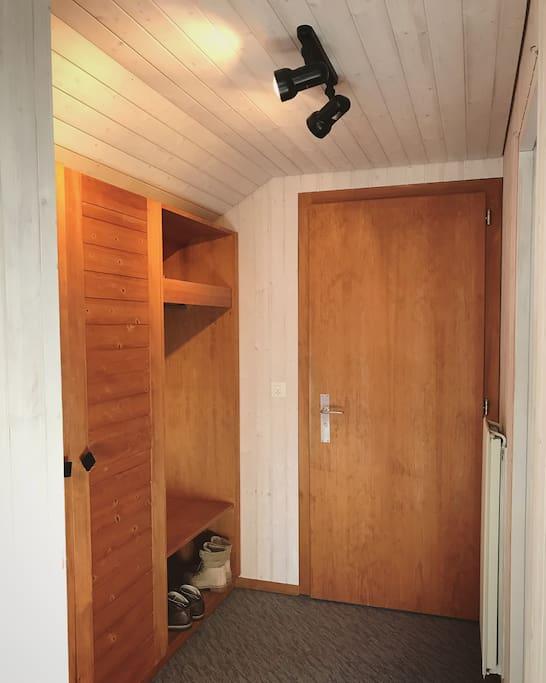 Eingangsbereich mit Gerderobenschrank
