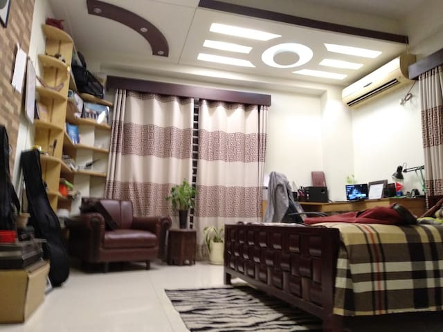 Spacious 1 BR Near Airport – 12 Km Drive w/ AC
