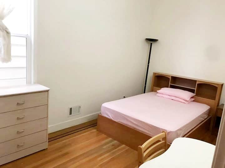 311C Private Room in Super Convenient Area, Room C