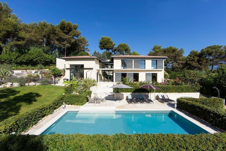 Modern, spacious, v. child-friendly - Roquefort-les-Pins - Casa