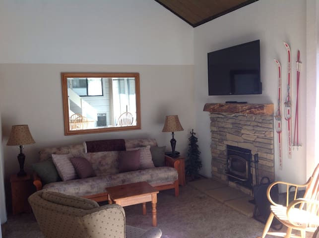 Deluxe  studio/loft sleeps 5 - Mammoth Lakes - Daire