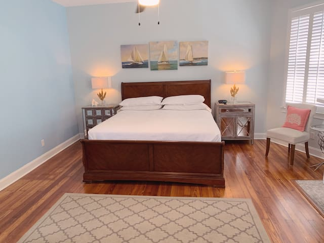 Upstairs TRENDY BULL St w/Free On-site Parking 2BR