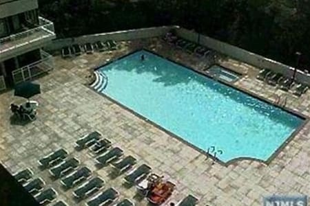 Oversized 1-bedroom, 20 mins from Manhattan - Cliffside Park - Apartment