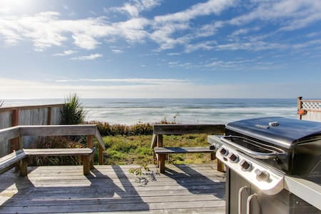 Oceanfront, dog-friendly bungalow with superb views - right on the water!