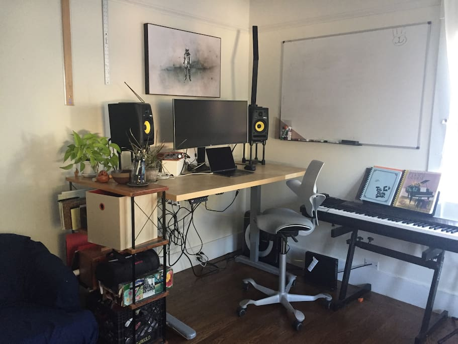 Adjustable standing workstation with whiteboard