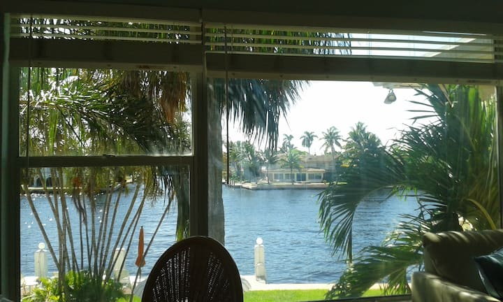 OVER THE INTRACOASTAL CANAL, 1 BLOCK TO THE BEACH