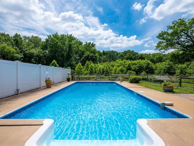 Private salt pool & spacious getaway  Chestertown