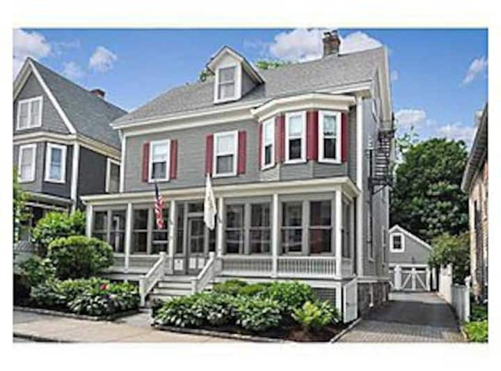 Newport - Stay In A Beautiful 1887 Victorian Home!