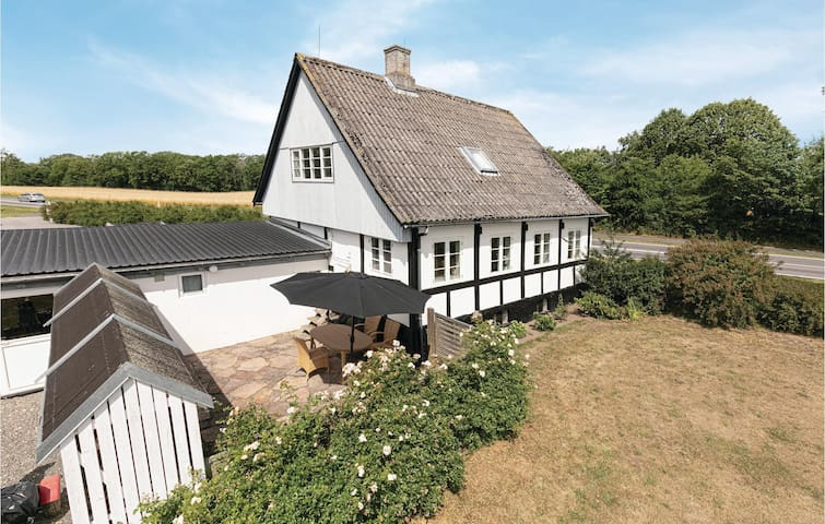Former farm house with 2 bedrooms on 130m² in Aakirkeby