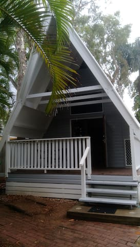 Private Getaway Cabin, 100m from beach / bar