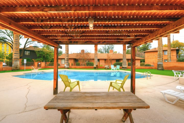 Tucson condo close to downtown with shared pool & free WiFi!
