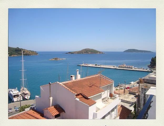 A room in the center of Skiathos!