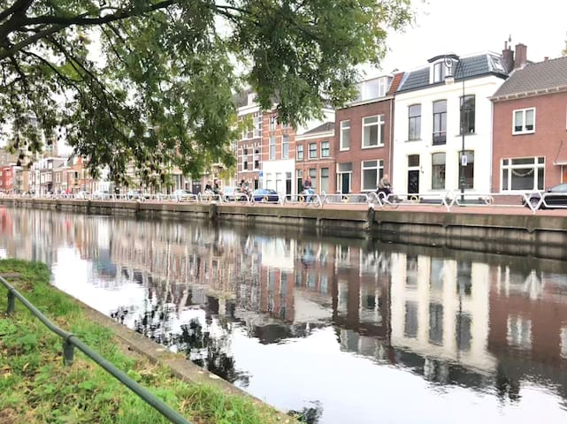 Photo of the street on the other side of the canal.