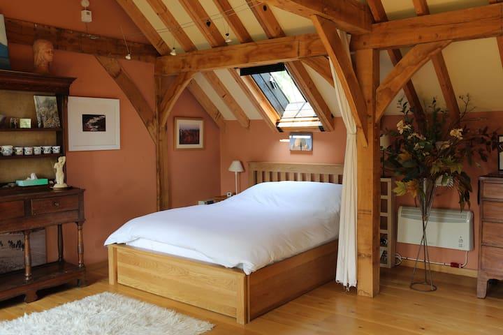 Main Bed - Kingsize