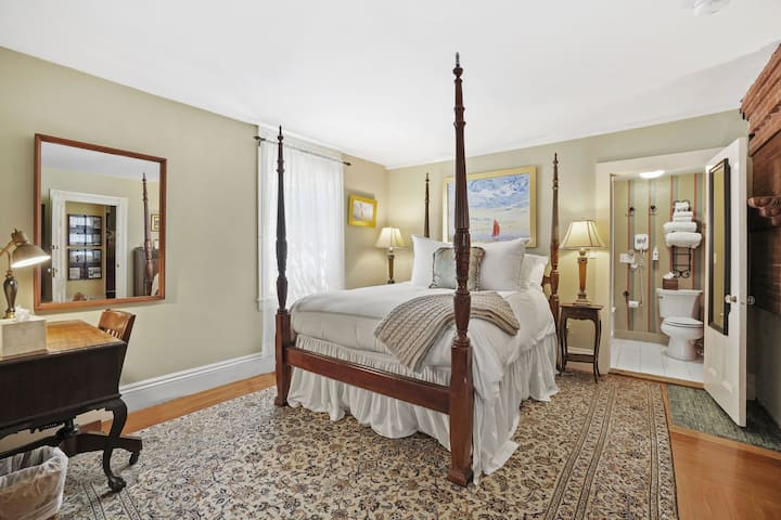 Room 2 - Martin House Inn - 1 Queen bed