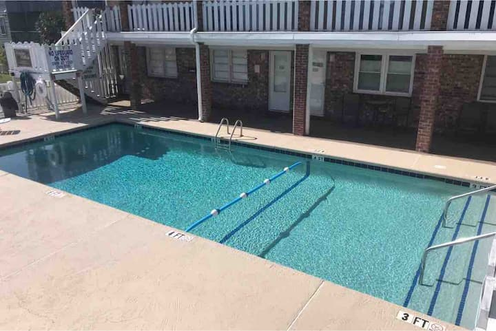 Steps from the ocean! Pool at front of door. 105