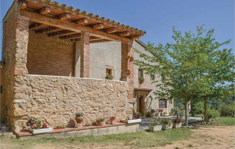 Holiday cottage with 7 bedrooms on 800 m²