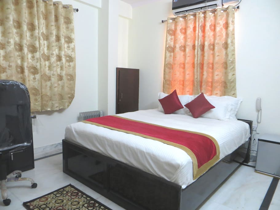 Opposite view of bed room(204)