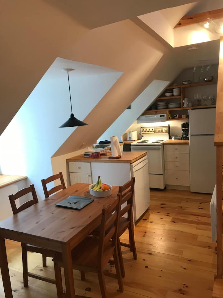 sunny, quiet , two floors apt in Old Quebec City