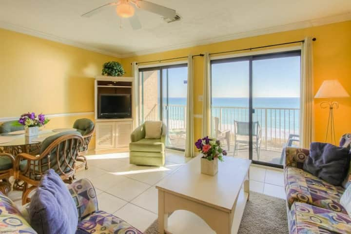 2nd Floor Condo! Many Amenities, Beach Access, Beach Equipment Included