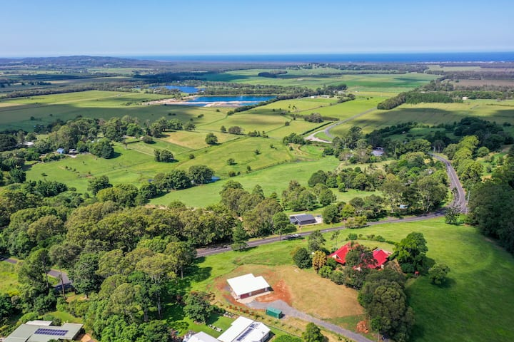 Toad Hall & Cottage - close to Lennox Head & Byron