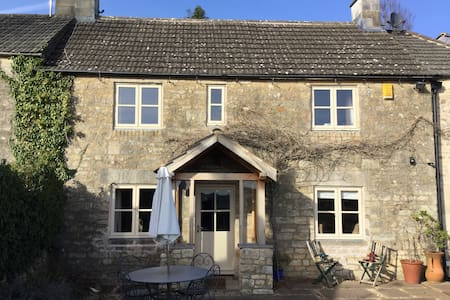 Cotswold cottage with great views - Gloucestershire - Huis