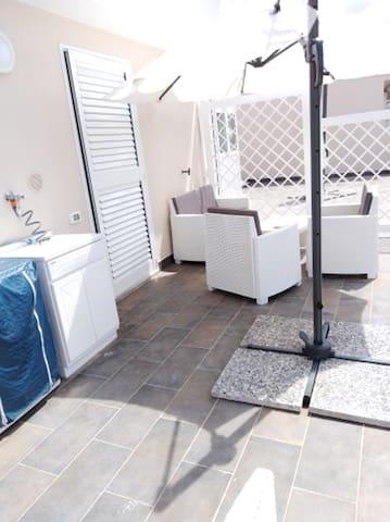 Nettes Studio mit Terrasse & Wifi
