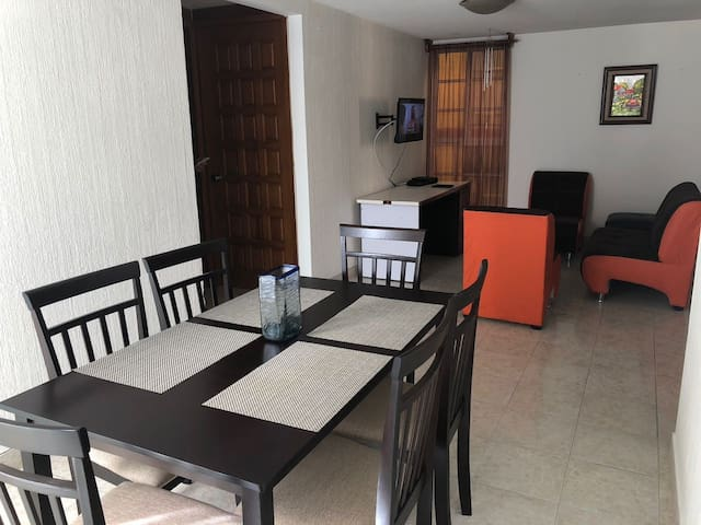 Apartment 10min from the airport with parking