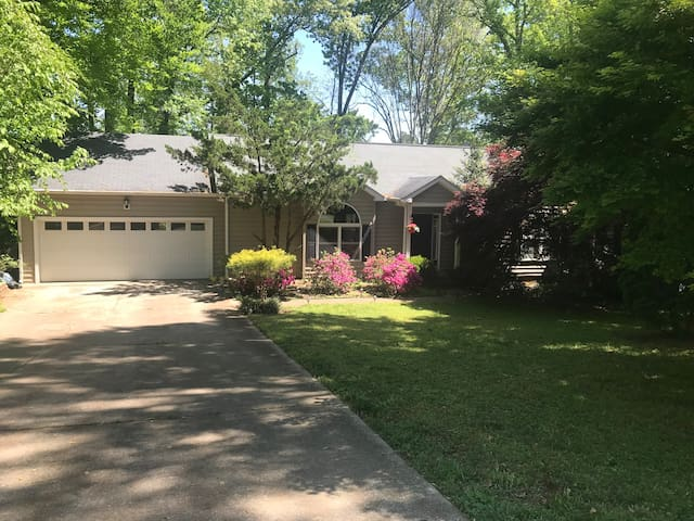 Private Suite in Wooded Raleigh *Dog Friendly!!*