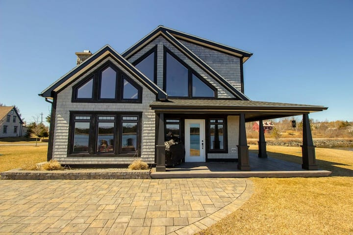Luxury Oceanfront Home in Lunenburg