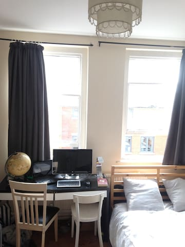 Central London Double room in 3 person flat