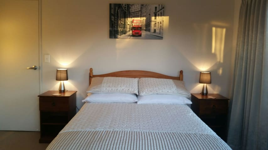 DELUXE ACCOMMODATION ROOM No1 IN A QUIET LOCATION