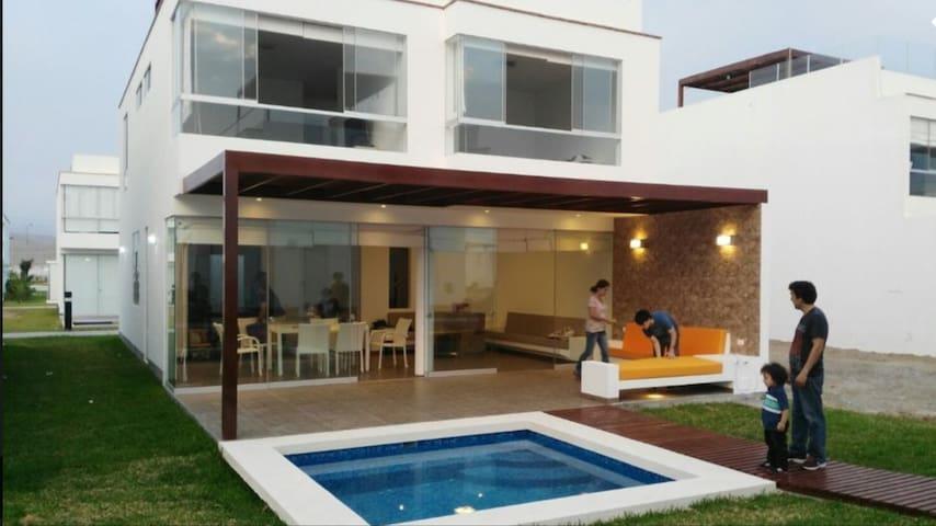 Casa de Playa Asia