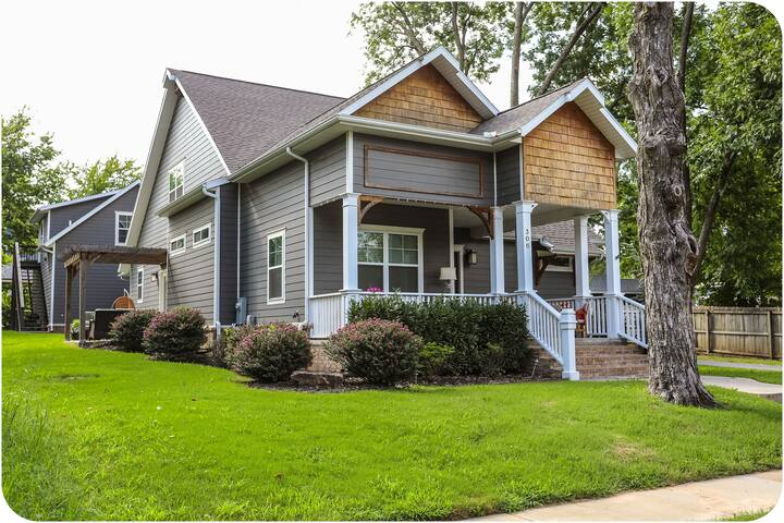 Craftsman style home. Front porch living great for coffee and  sunrise. Side patio.  Minutes walk to vibrant downtown!