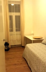 Nice, clean room, fully furnished, next to metro, - Wenen