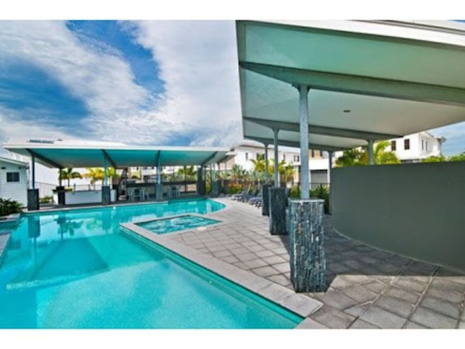 Stunning swimming pool, BBQ area and Spa