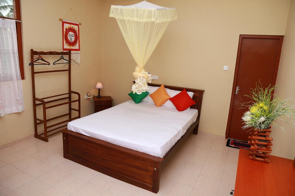 Bentota homes non a c double room apartments for rent in for Bedroom designs in sri lanka