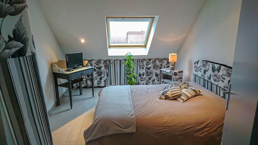 chambre1 (1 lit 2 personnes)