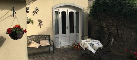 Superb private garden suite, south Dublin City