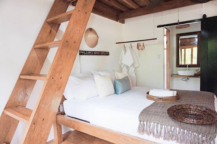 Insta-worthy Bedroom for 4 Near Beach- 1Min Walk