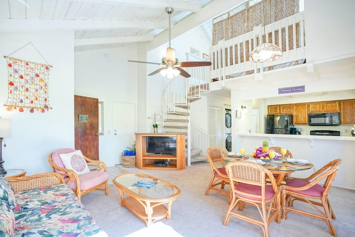 Stylish Island Getaway + Loft Near the Beach W/ Scenic Balcony, Shared Pool
