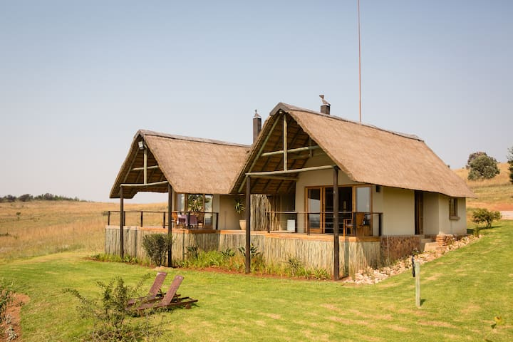 Royal Cottage - Sibani Lodge - Krugersdorp