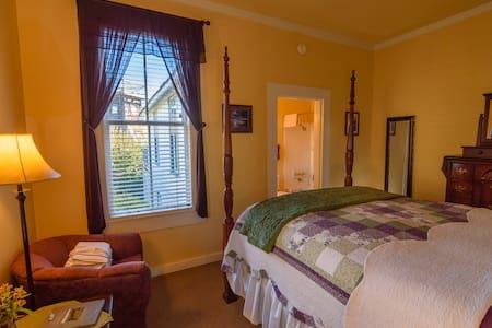 Grandma's Hideaway - Mendocino - Bed & Breakfast