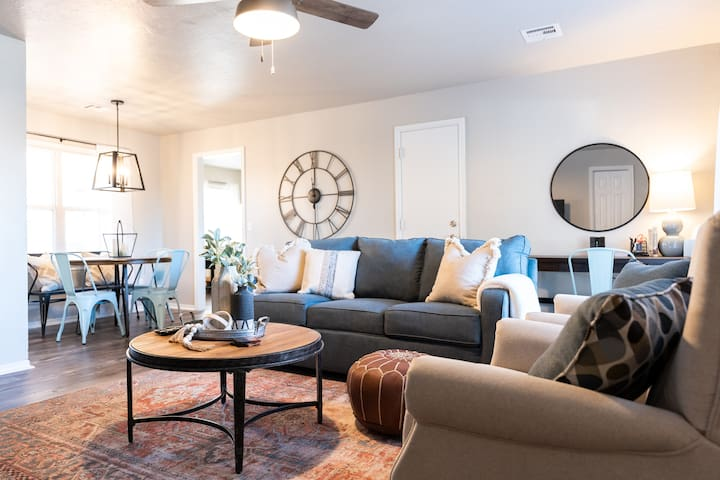 Freshly Remodeled Home In The Heart of MW City